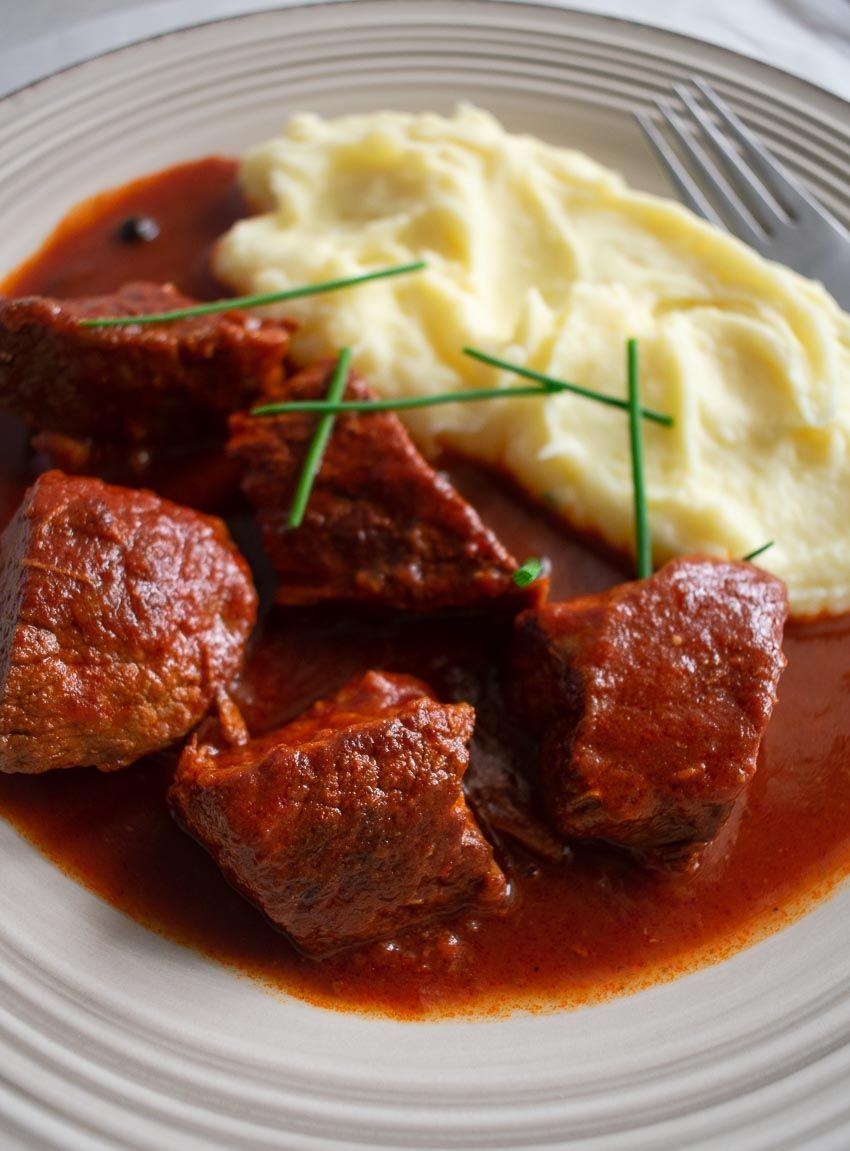 Hearty Greek Beef Stew In Tomato Sauce Mosharaki Kokkinisto Real Greek Recipes Recipe Greek Recipes Greek Dishes Middle Eastern Beef Stew