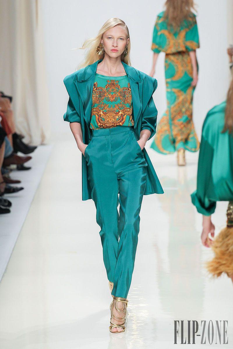 Valentin Yudashkin - Pret a porter - Primavera-Estate 2014 - http://it.flip-zone.com/fashion/ready-to-wear/independant-designers/valentin-yidashkin-4217 - ©PixelFormula