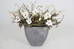 Decoratietakken en zijde bloemen, mooie en makkelijke combinatie. Verkrijgbaar op webshop www.decoratietakken.nl