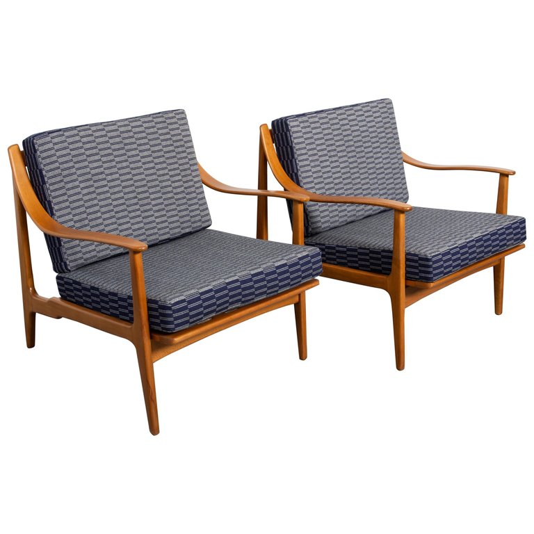 Pair Of Mid Century Modern Danish Modern Lounge Chairs For Sale At