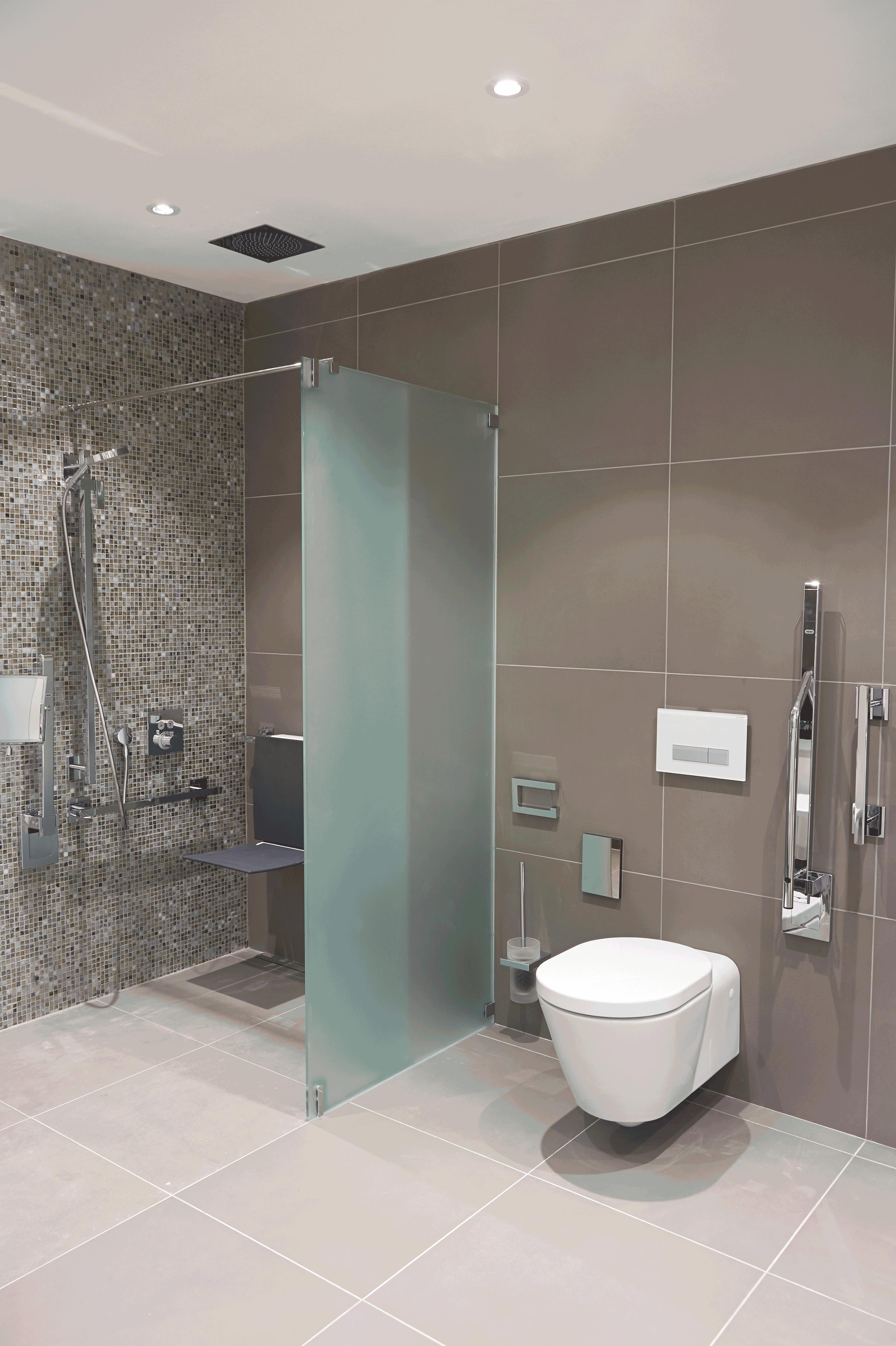 Badausstellung Regensburg hewi bathroom set cphart waterloo changing room
