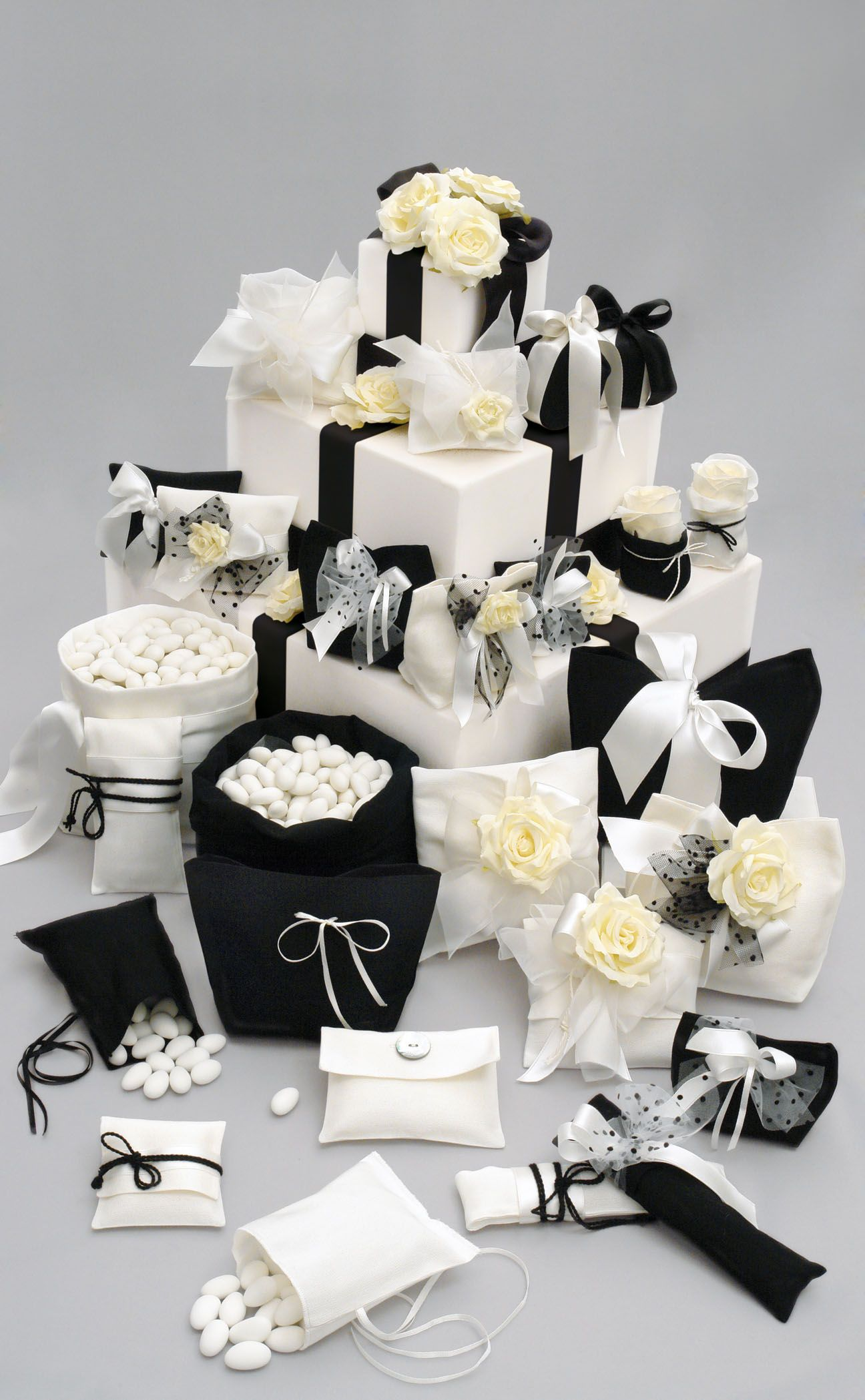 Black and White Wedding favors | Wedding stuff | Pinterest | Favours ...