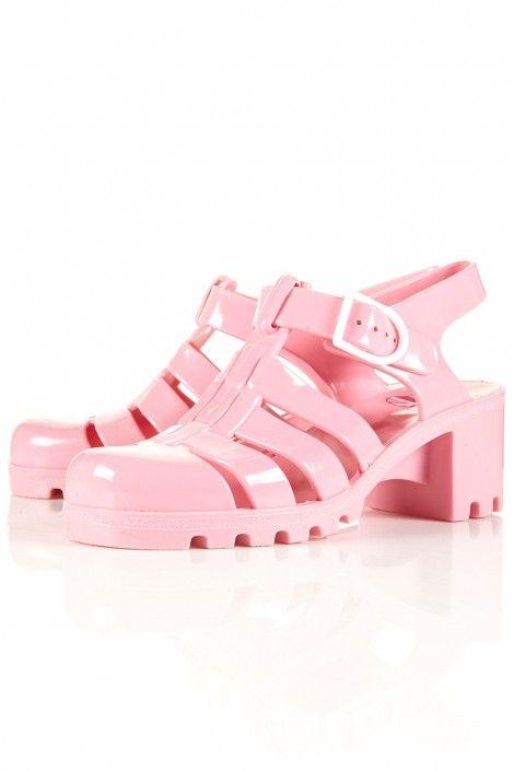 aa14c16731b3 meduses Topshop Chloe Fashion, Quirky Fashion, Pink Fashion, Fashion Shoes, Jelly  Sandals