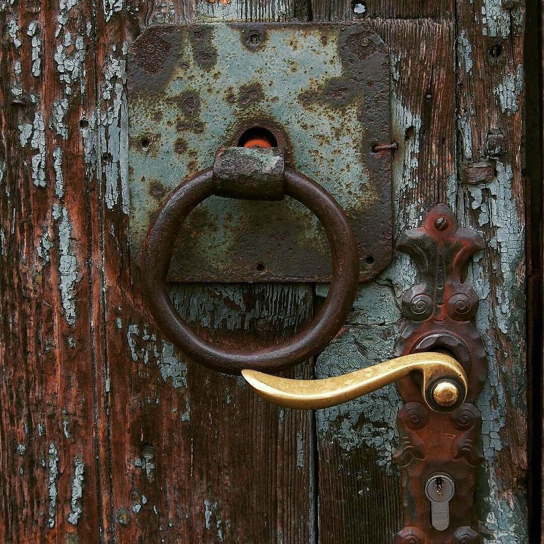 إياك أن تضع مفتاح سعادتك في جيب شخص آخر حكم صور Door Handles Decor Home Decor
