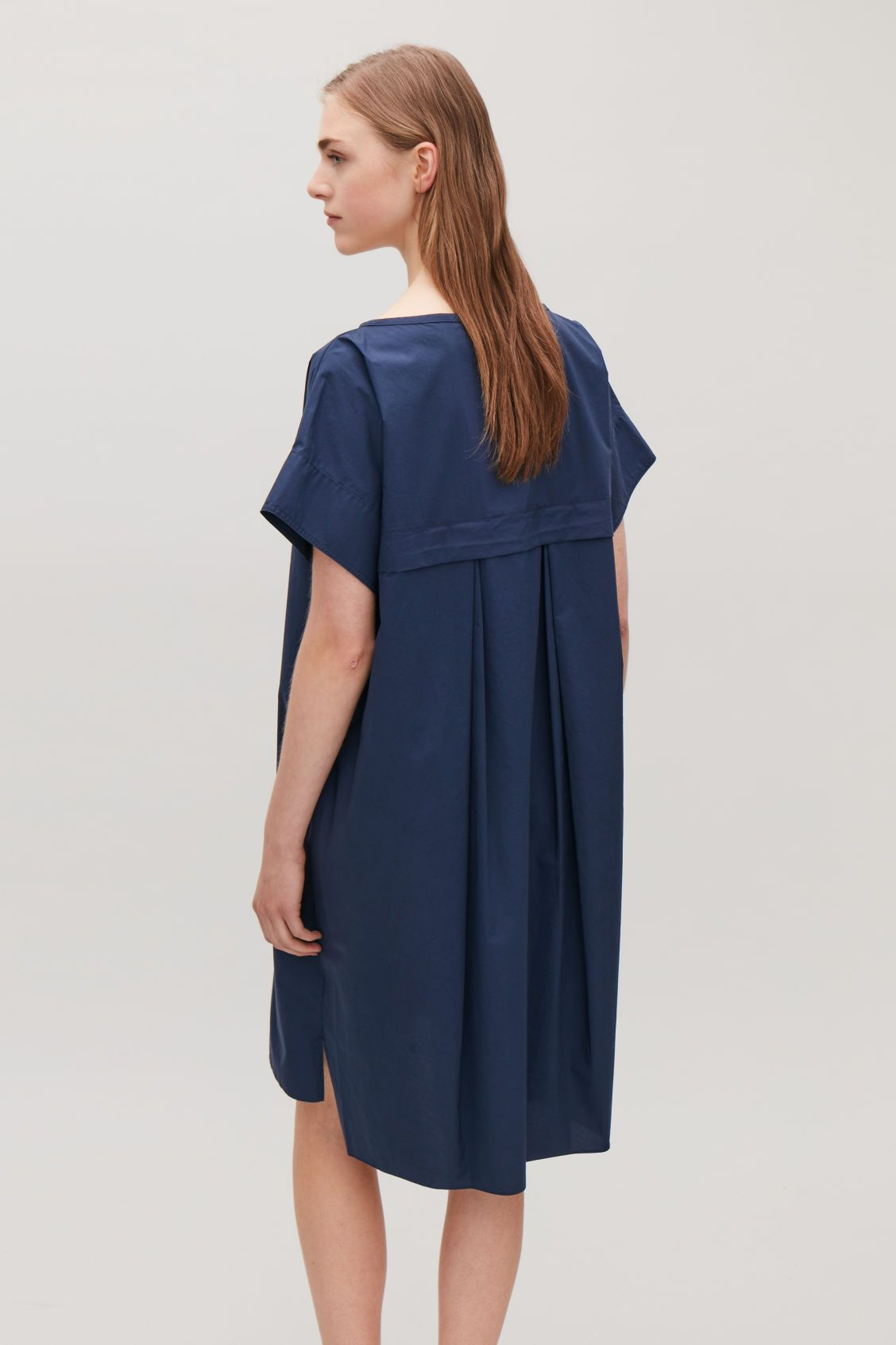 b269deef5cd59 Model side image of Cos trapeze dress with back drape in blue ...