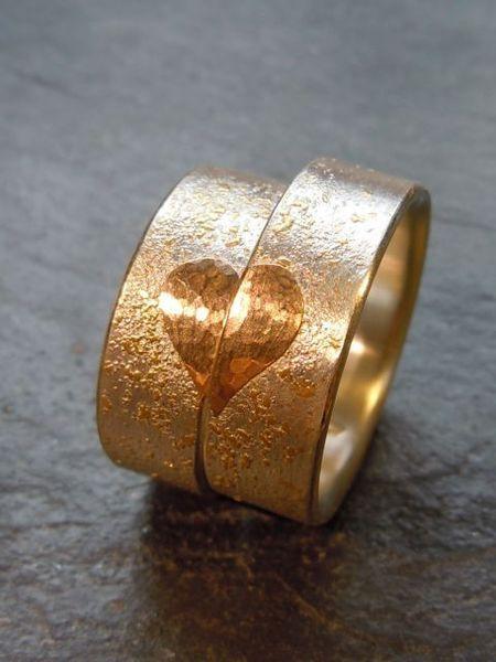 Eheringe rotgold schwarz  Handgemachte Trauringe Rotgold Silber Mi Corazon | Rotgold ...