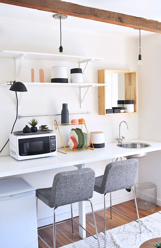 ¿Cocina, escritorio o tocador? Hoy, en el blog, un espacio singular que bien podría tener diferentes utilidades: http://www.xn--micasanoesdemuecas-00b.com/cocina-escritori…/
