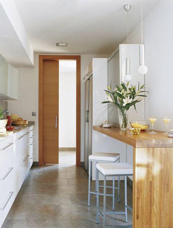Cocinas Con Barra De Desayuno Una Solucion Practica Y Actual Decoracion De Cocina Moderna Decoracion De Cocina Cocina Estrecha