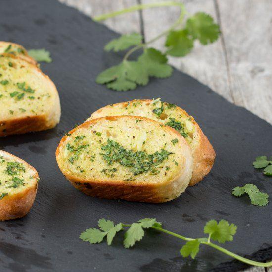 Garlic bread with cilantro.