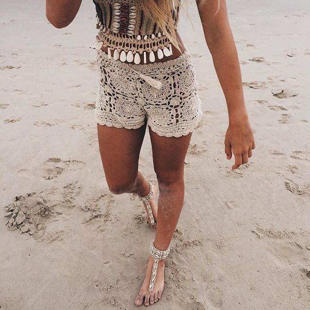 #evaflatleyy on the #GoldCoast wearing the #andibagus #Sahara shorts in oatmeal $35, with the berry tribal beaded top $69, and the earth child barefoot sandals in natural $39