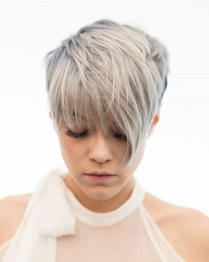 1001 id es de coupe courte femme moderne et styl e coiffures pinterest coloration grise. Black Bedroom Furniture Sets. Home Design Ideas