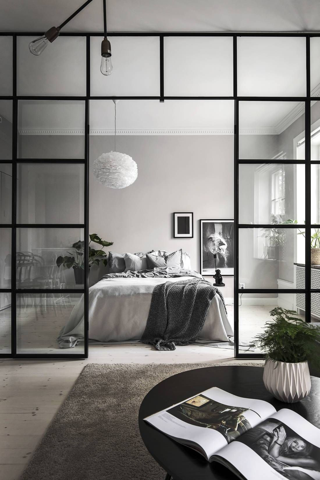 Creating More Spacious And Alive Living Room By Minimalist Design Living Room Bedroom In One Living Room Interior Living Room Remodel