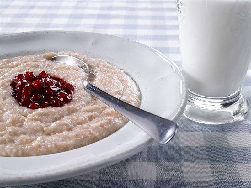 Pehmeä kuitupuuro mikrossa - Puuro on terveellinen ja täyttävä välipala http://www.valio.fi/reseptit/pehmea-kuitupuuro-mikrossa/
