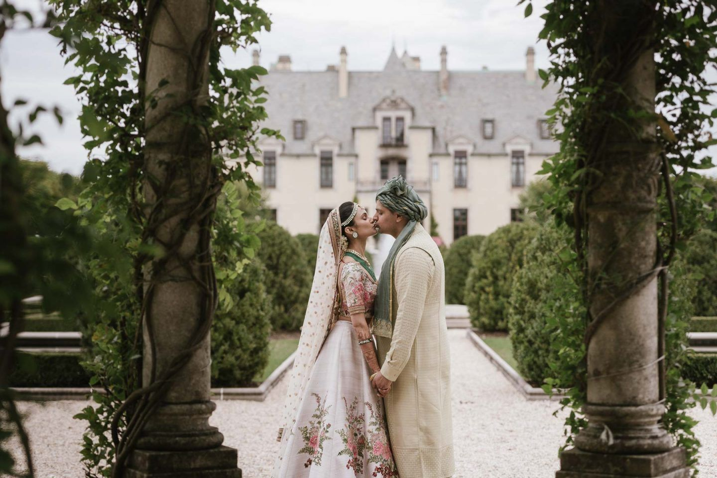 Lavish Oheka Castle Wedding In Huntington New York Dhara Aditya Castle Wedding Oheka Castle New York Wedding Venues