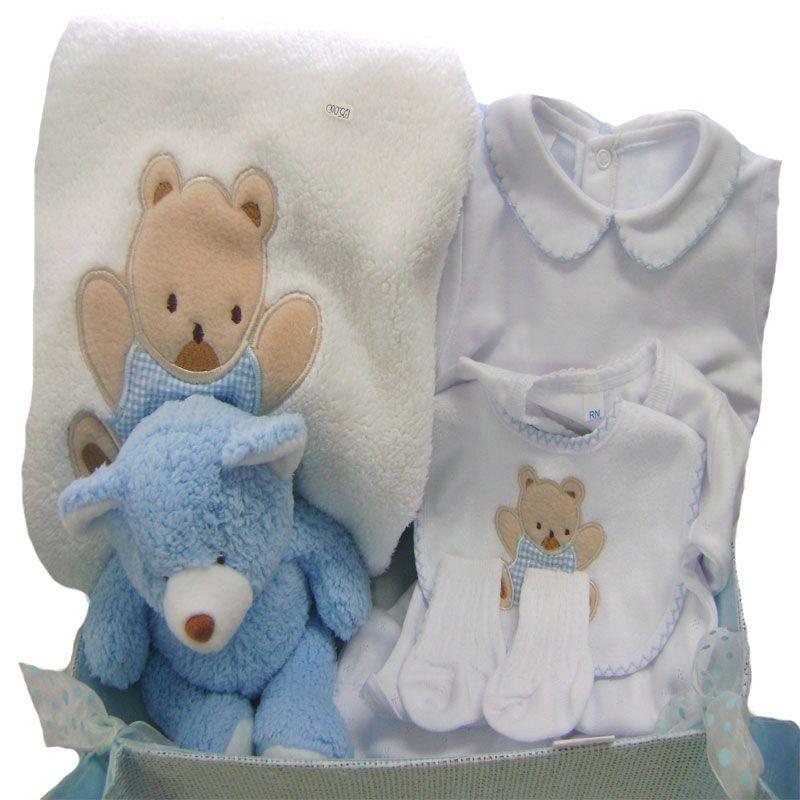 c0d4c8289 Canasta para niño con la primera muda. Recién Nacidos