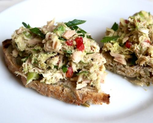 This is the absolute best mayo-free tuna salad recipe! Super healthy & quick to make!