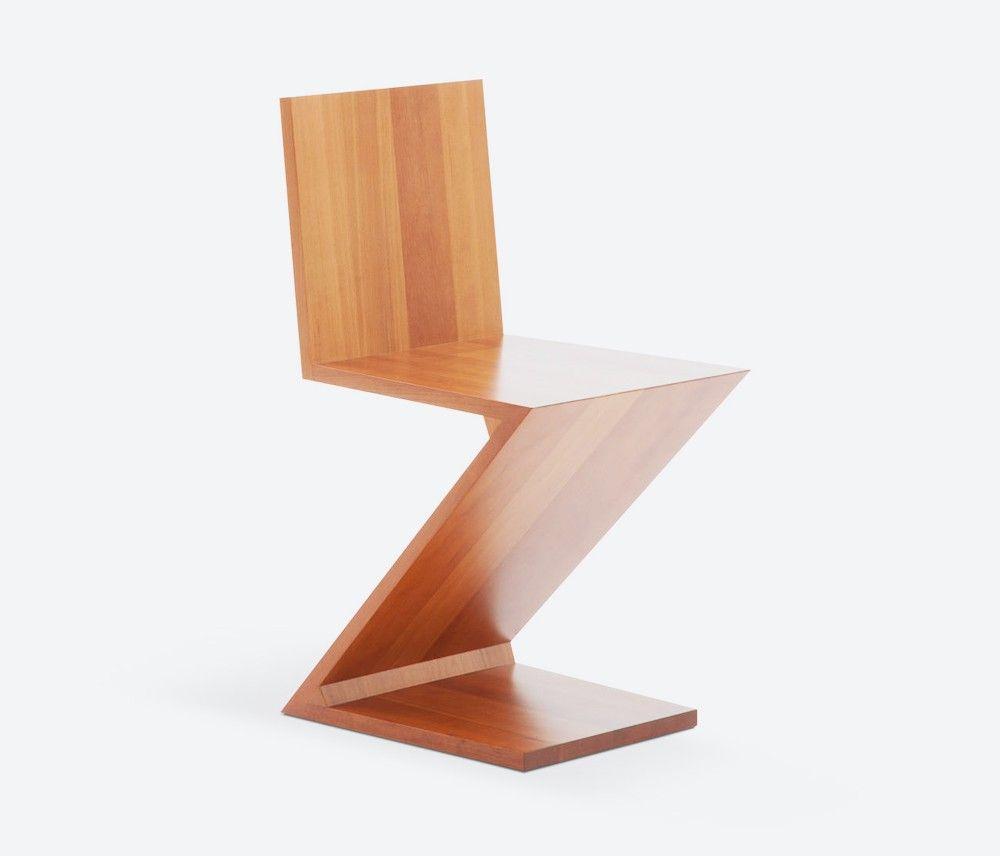 Cadeira Zig Zag desenhada em 1932 porGerrit Rietveld, desenvolvida com apenas 4 placas de madeiras e sem as pernas traseiras, é uma peça das formulações mais radicais do design mobiliário.
