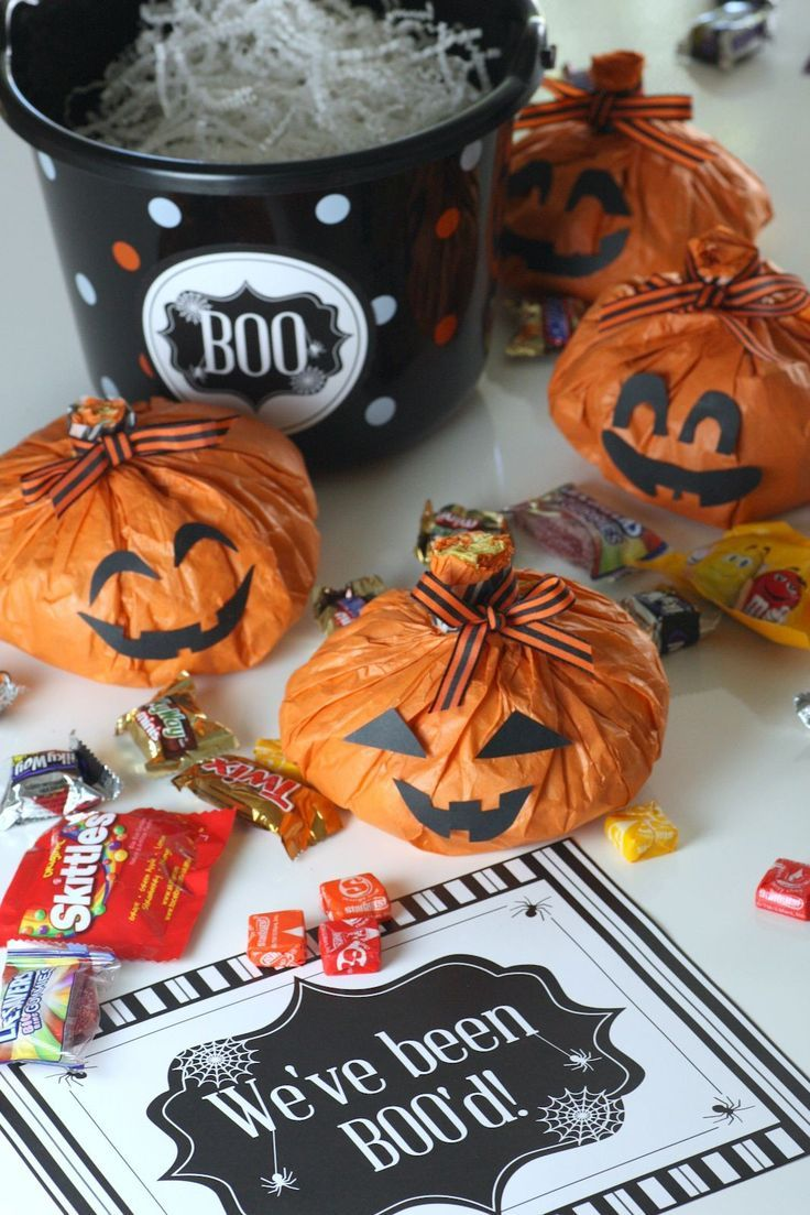 I made these Halloween pumpkin treat bags filled with
