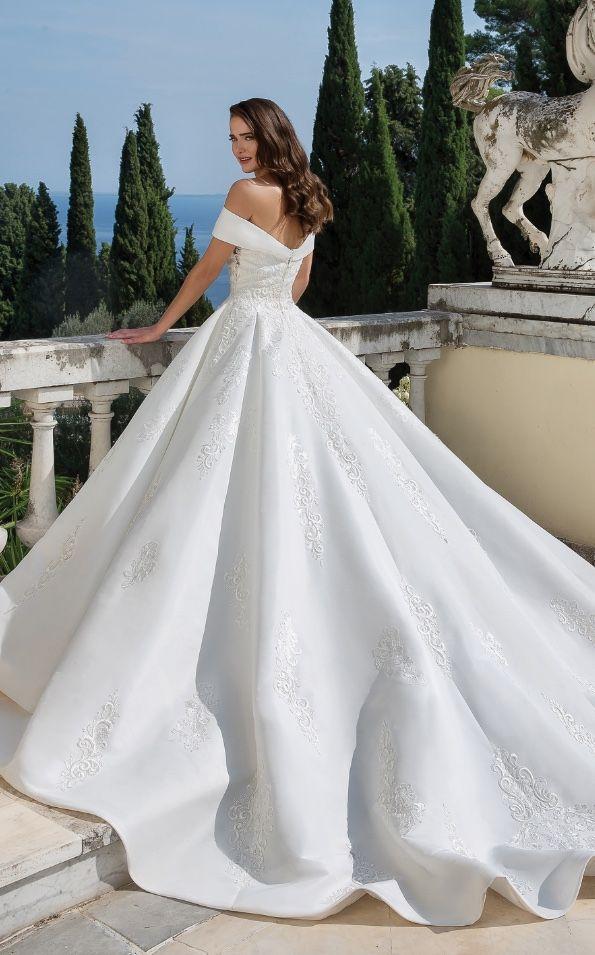 Beautiful Wedding Dresses Rent Bridesmaid Dresses Bride Fashion In 2020 Justin Alexander Wedding Dress Beautiful Wedding Dresses Princess Wedding Dresses
