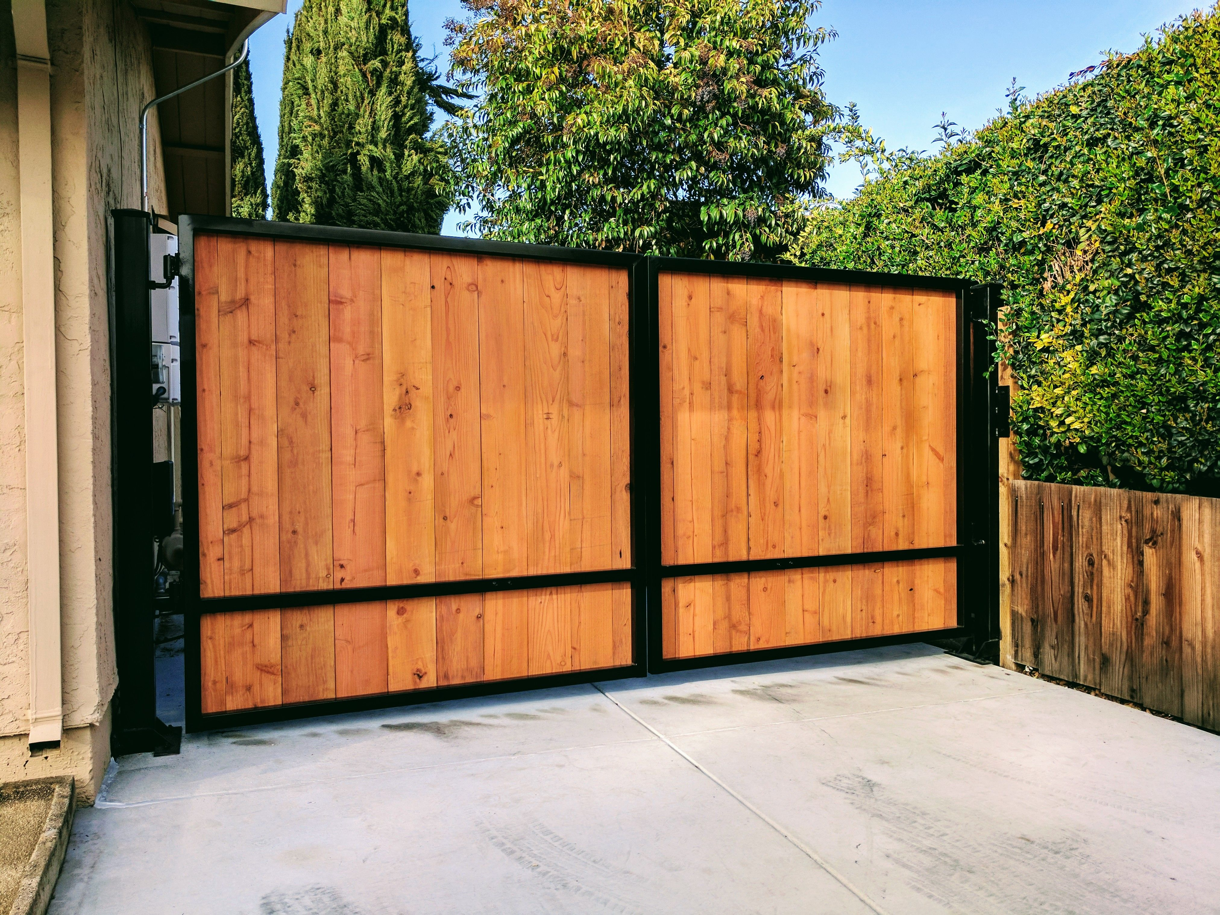 Pin By Standardgates Com On Your Driveway Gate Store Wood Gates Driveway Wooden Gates Driveway Driveway Gate