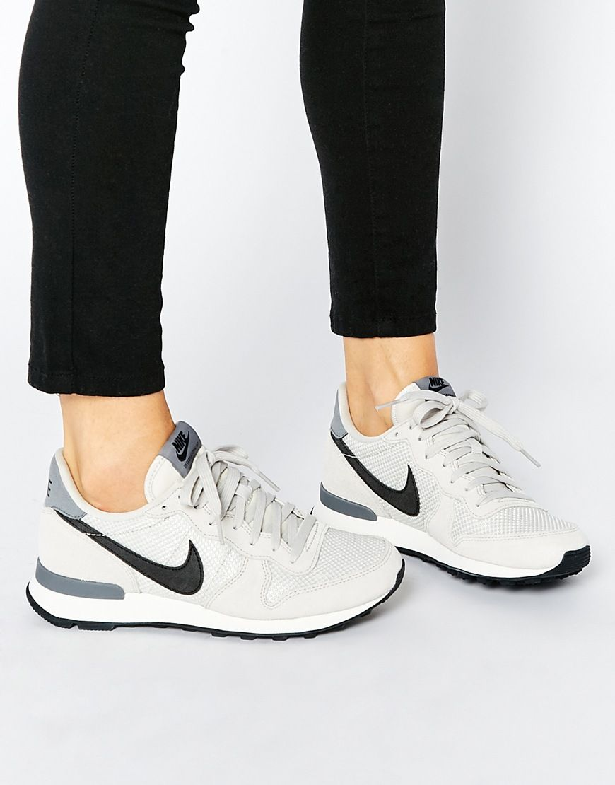 nike internationalist trainers in white