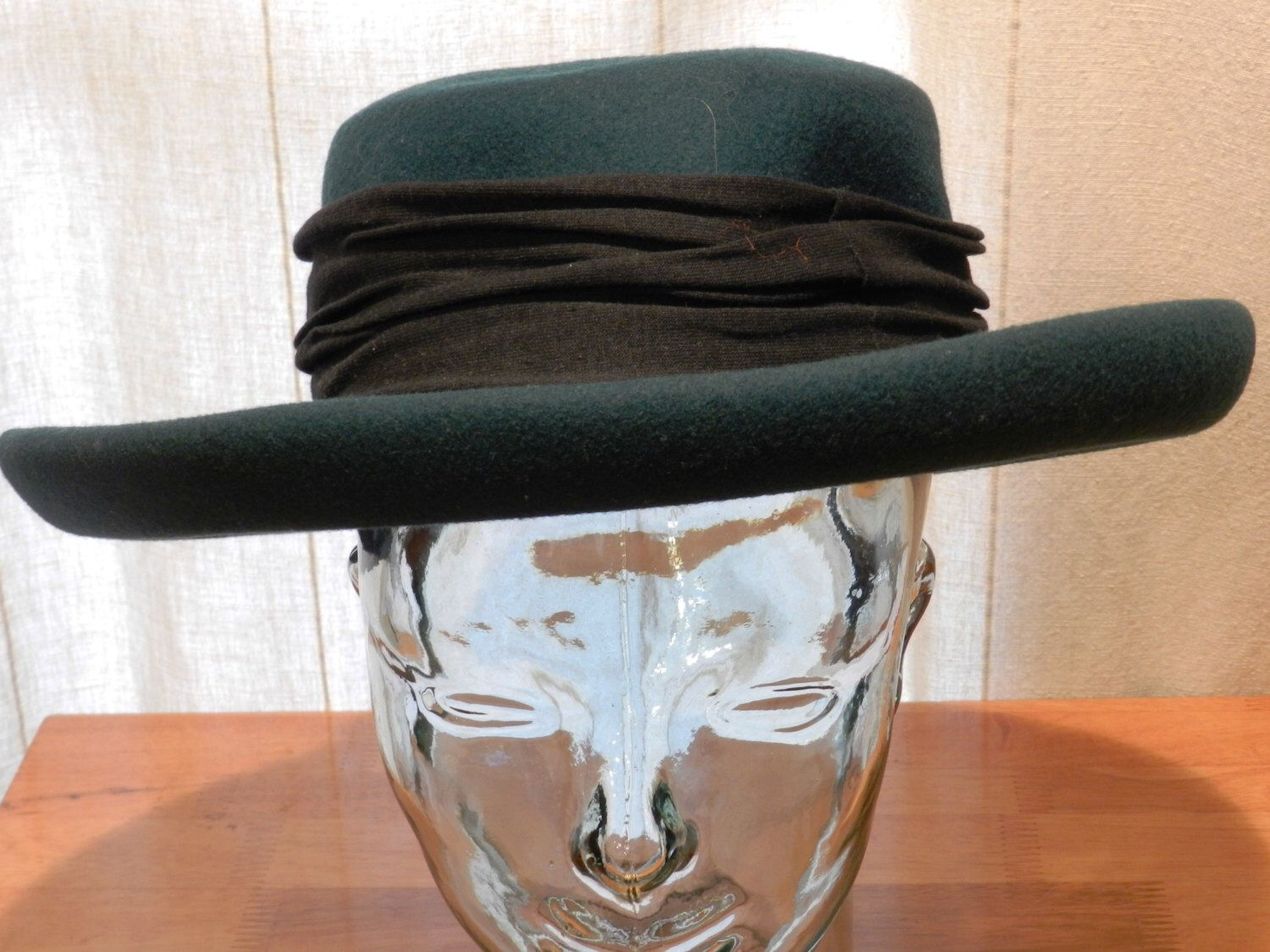 Vintage Women s Hat by Bollman Hat Co. Green Doeskin Felt with black  Hatband Size 21 Inches 00816 by NWAttic on Etsy ... d946611e8c3