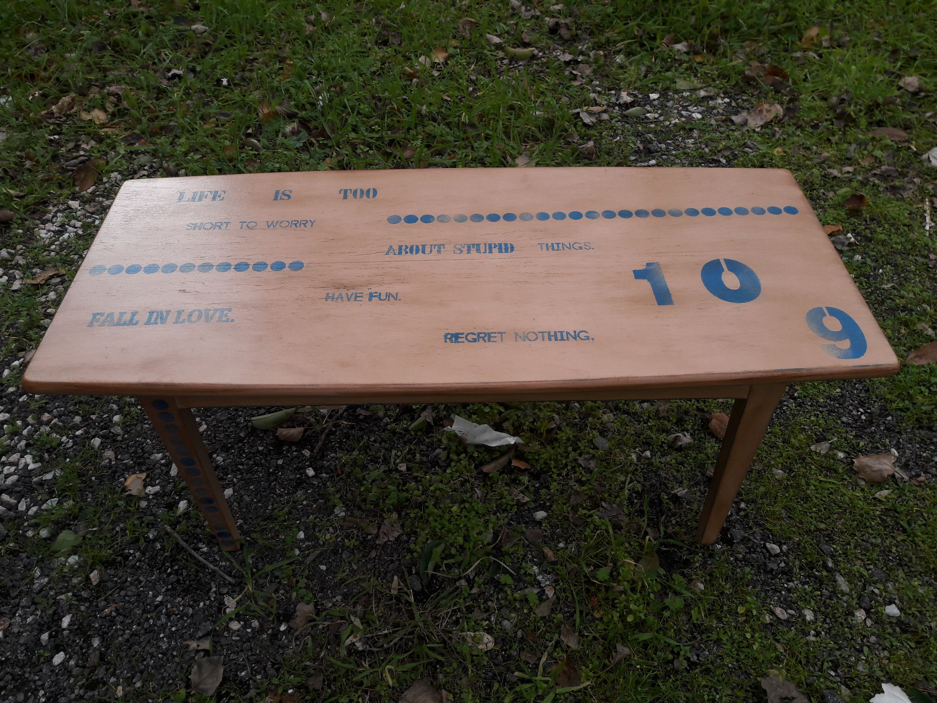 Coffee table makeover with stencils by Piccolaketi