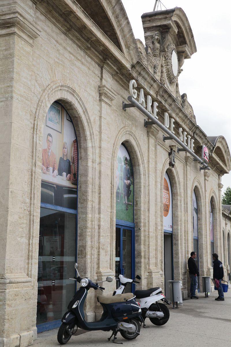 Gare de Sète, exposition photographique du festival ImageSingulières - Le pavillon central (mai 2015) Crédit : SNCF G&C / Photographe : David Paquin