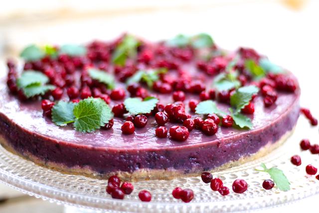 Hämmentäjä: Healthy, berry-filled smoothie cake. No added sugar. Marjaisa smoothiekakku, ei lisättyä sokeria.