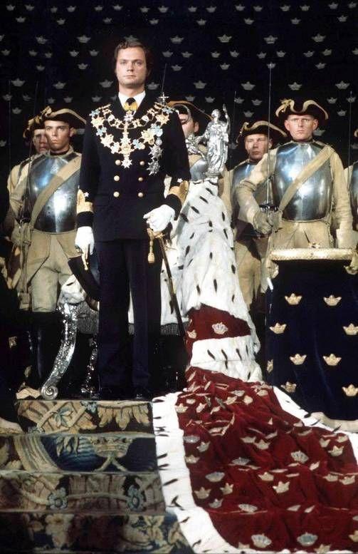 Kaarle Kustaa peri kruunun isoisältään Kustaa VI Aadolfilta. Kruunajaiset pidettiin syyskuussa 1973.