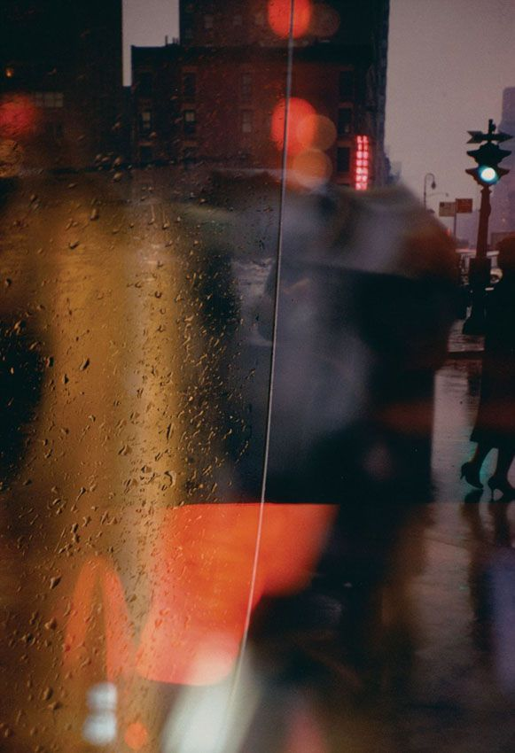 Walk with Soames, 1958 © Saul Leiter and courtesy Howard Greenberg Gallery
