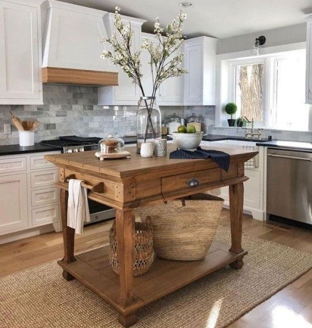 46 Stylish Rustic Country Style Kitchens Ideas That You Should Definitely Try Di In 2020 With Images Kitchen Remodel Small Farmhouse Kitchen Decor Kitchen Renovation
