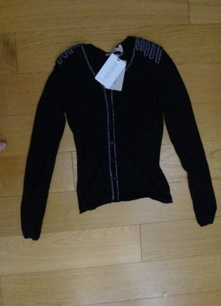 À vendre sur #vintedfrance ! http://www.vinted.fr/mode-femmes/pull-overs-and-sweat-shirts-cardigans/25788751-gilet-kookai-paillettes-officier-noir-taille-0-neuf-etiquette