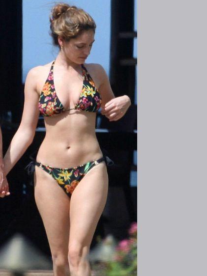 Kelly brook curves
