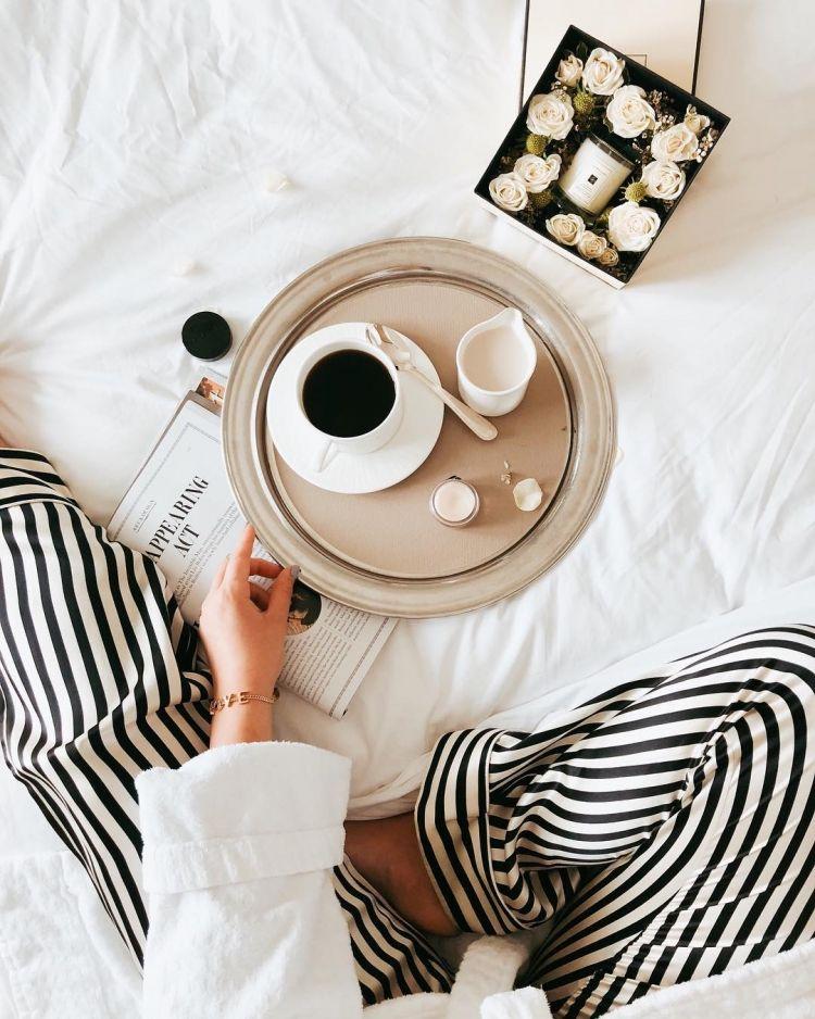 Кофе утром девушке картинка