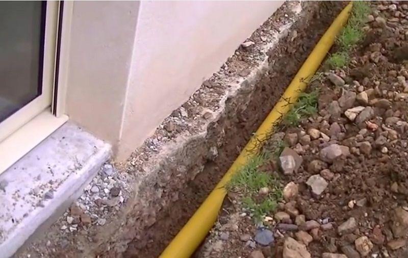 ASTUCE MAISON! Procéder à lu0027installation du0027un drain autour de la - drainage autour d une terrasse