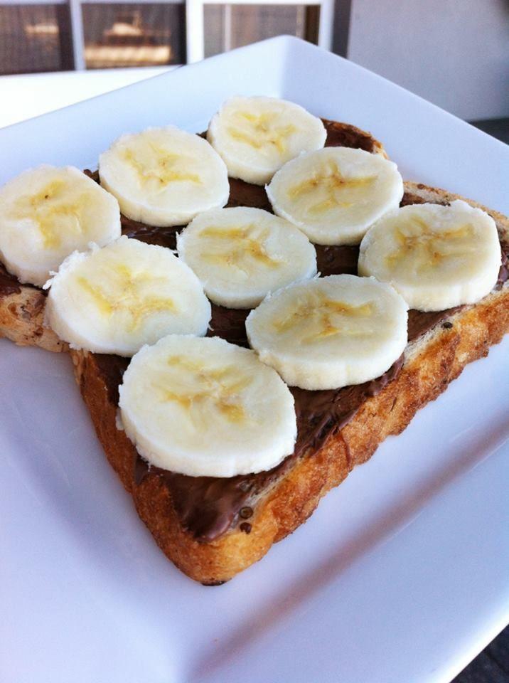 Bananen . Nutella . Toast  FOOD