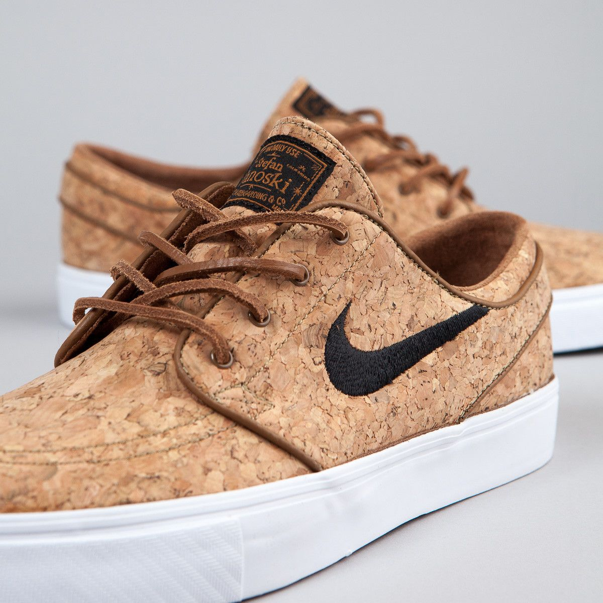 huge selection of 9a2d9 5f07c Nike SB Stefan Janoski Elite Shoes (Cork) - Ale Brown   Black   White