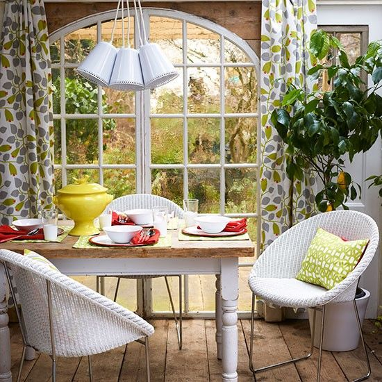 Modern conservatory furniture conservatory ideas for Conservatory dining room design ideas