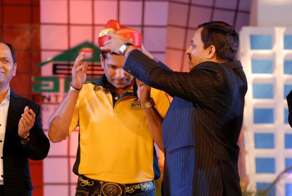 Sachin wears the Puneri turban.