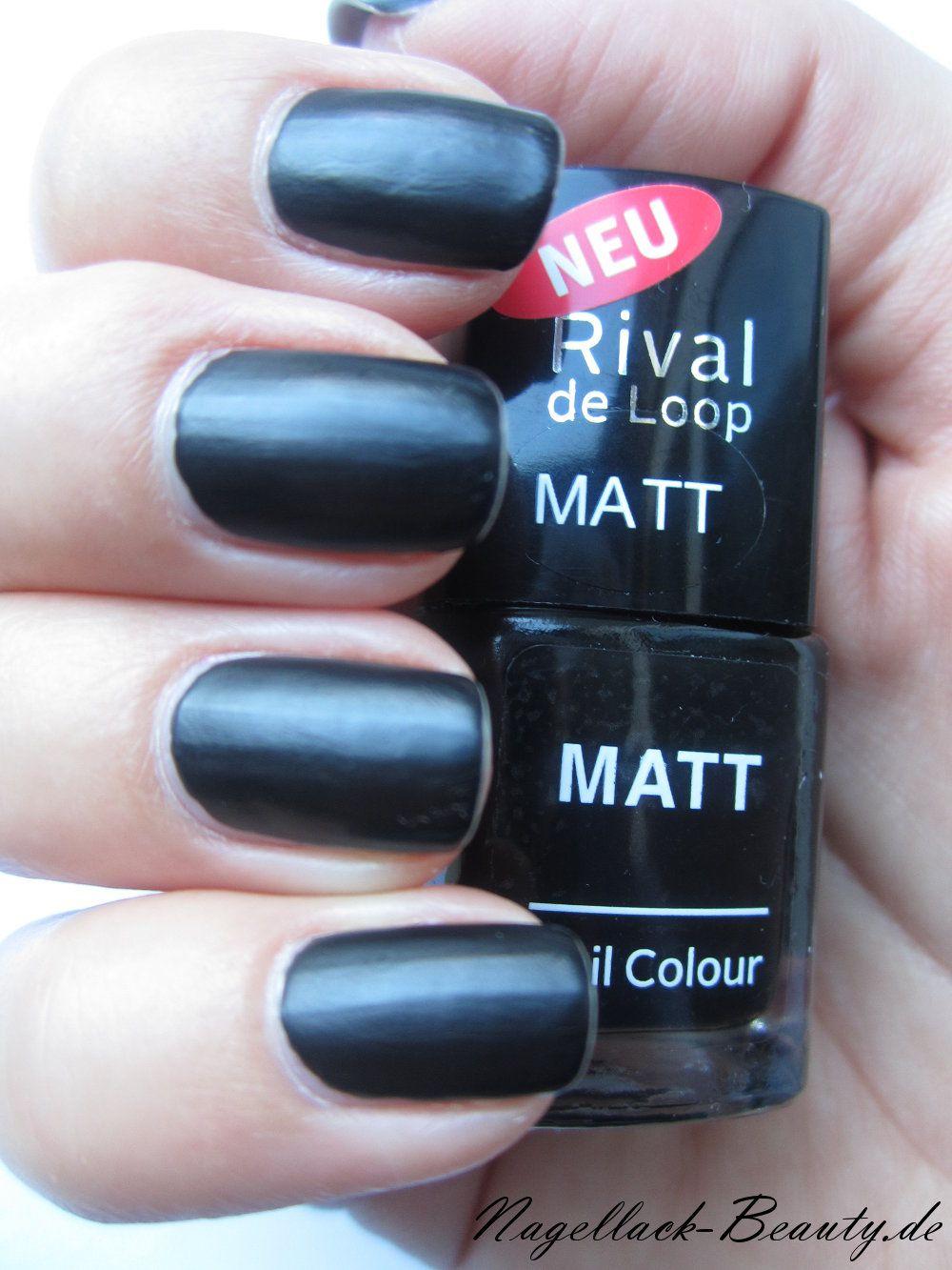 Zu Halloween habe ich diesen matten schwarzen Nagellack von Rival de ...