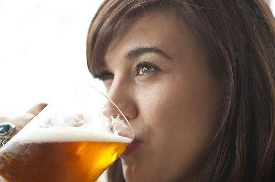 la cerveza sirve para los calculos en los riñones