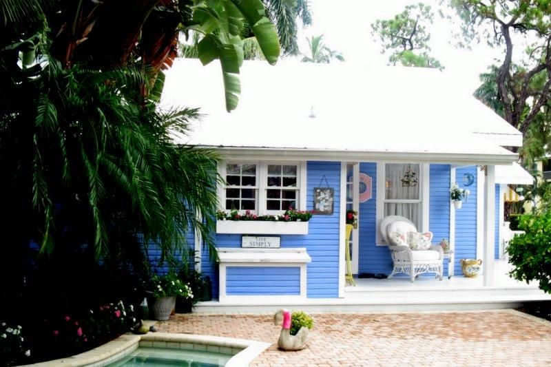 10 Small Town Cottages We D Love To Call Home Beach Cottage