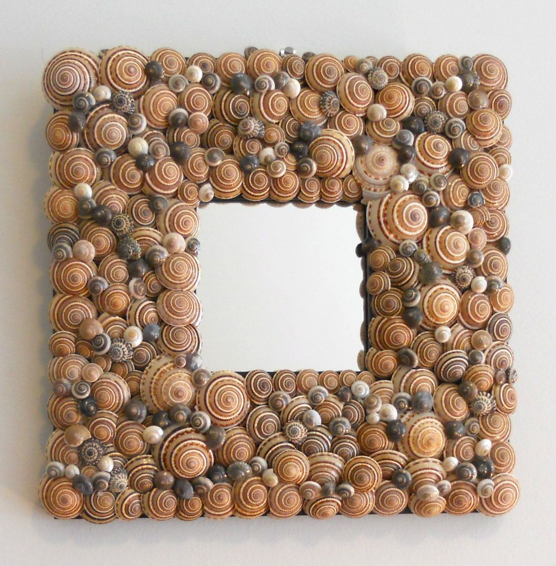 covered with seashells | Seashell mirror covered with mesmerizing ...