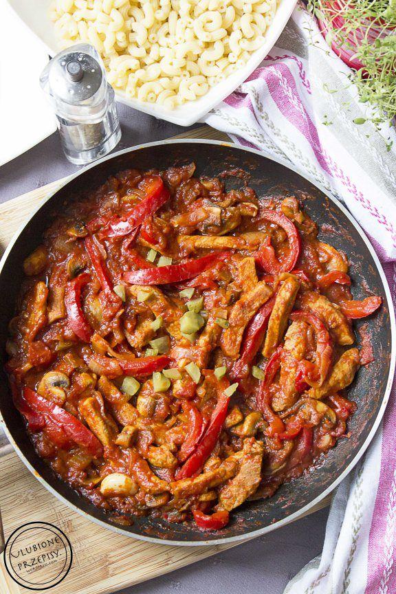 Schab po bałkańsku z papryką, pomidorami i pieczarkami