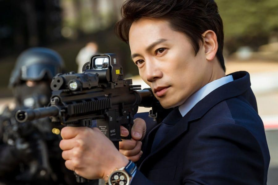"""Ji Sung Transforms Into An Unparalleled Judge Who Seeks To Punish Evil In """"The Devil Judge"""""""