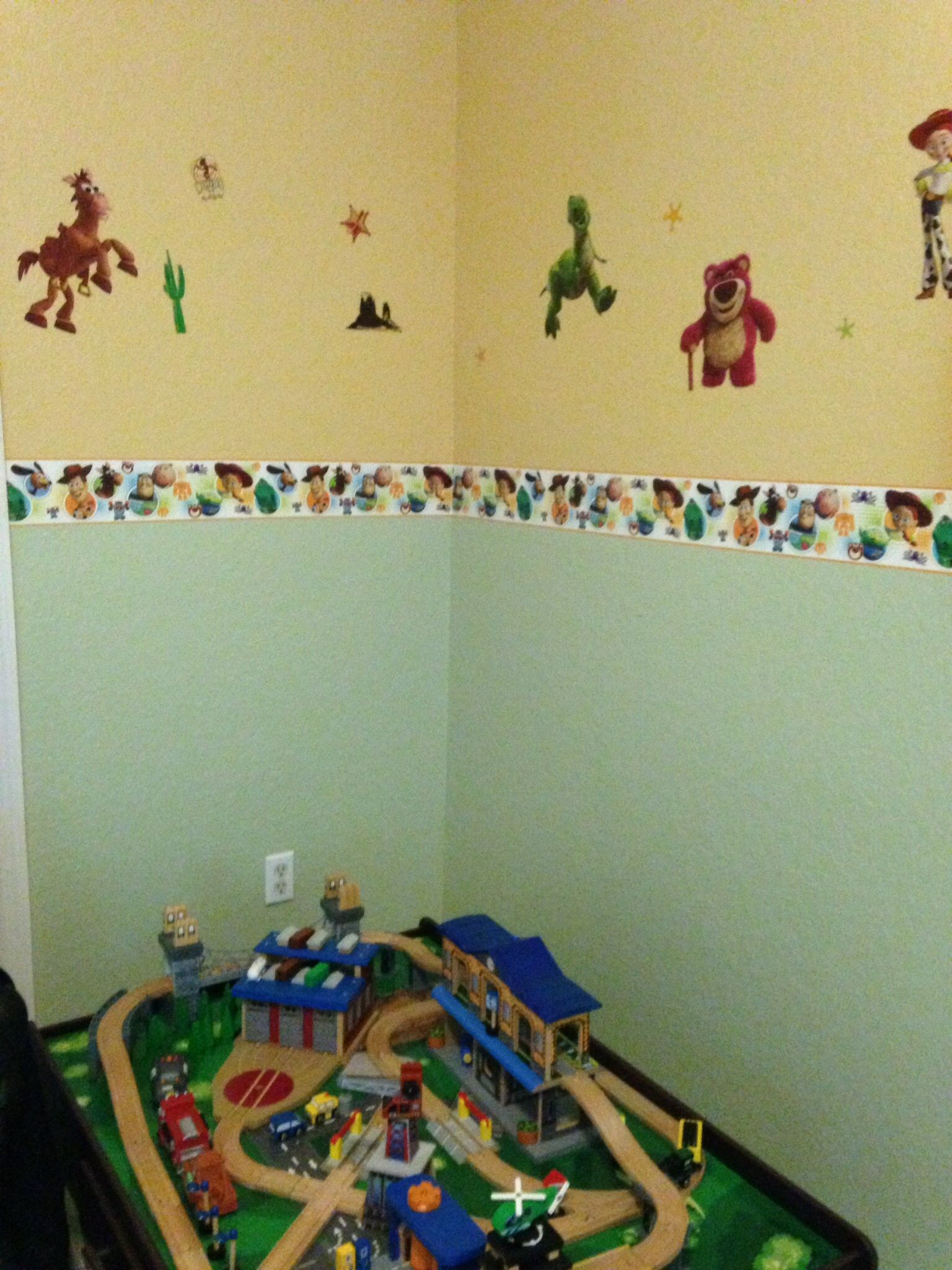 Wall border and decals.... | Toy Story boys bedroom ideas ...