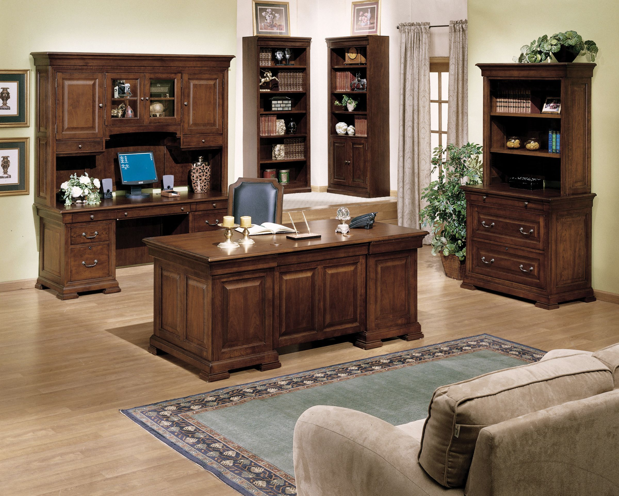 Executive Office Furniture: Executive Office Decorating Tips