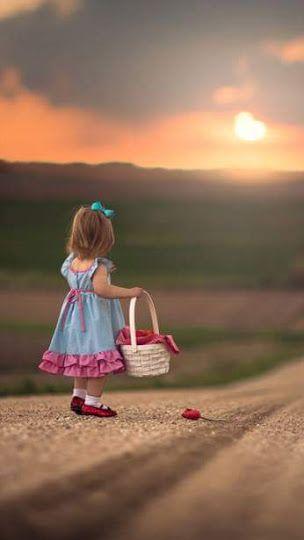 هاهي الشمس تشرق من جديد وتحمل معها الامال والاحلام لتعود و تخمد بعد كل غروب ولكن ثقتنا بالله اكبر من ذلك بعد كل ص Enfants Mignons Photos Bebes Mignons