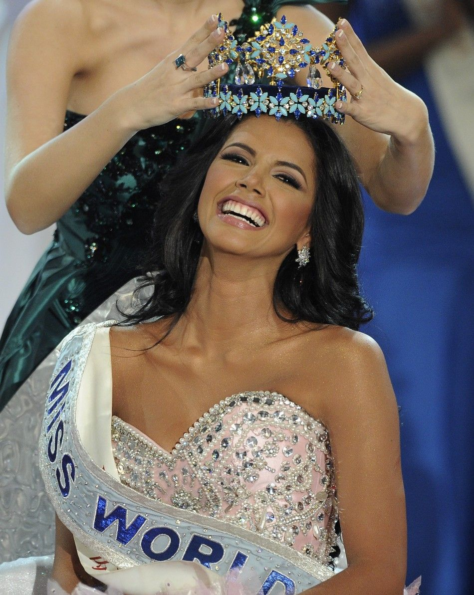 Miss World presented each of the countries participating in Eurovision 16.04.2009 17